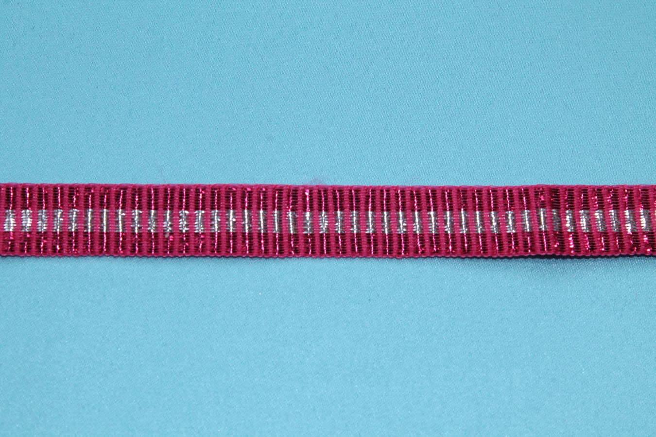 Тесьма декоративная красная переплетенная  с серебряной нитью. ширина 1.4 см