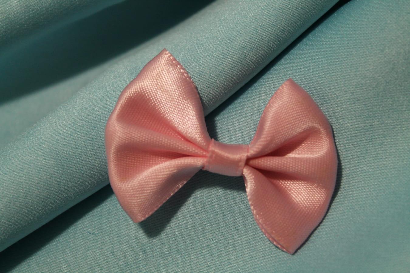 Бантик атласный 3х4.7см розовый